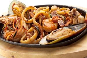 Teppanyaki grilled seafood plate