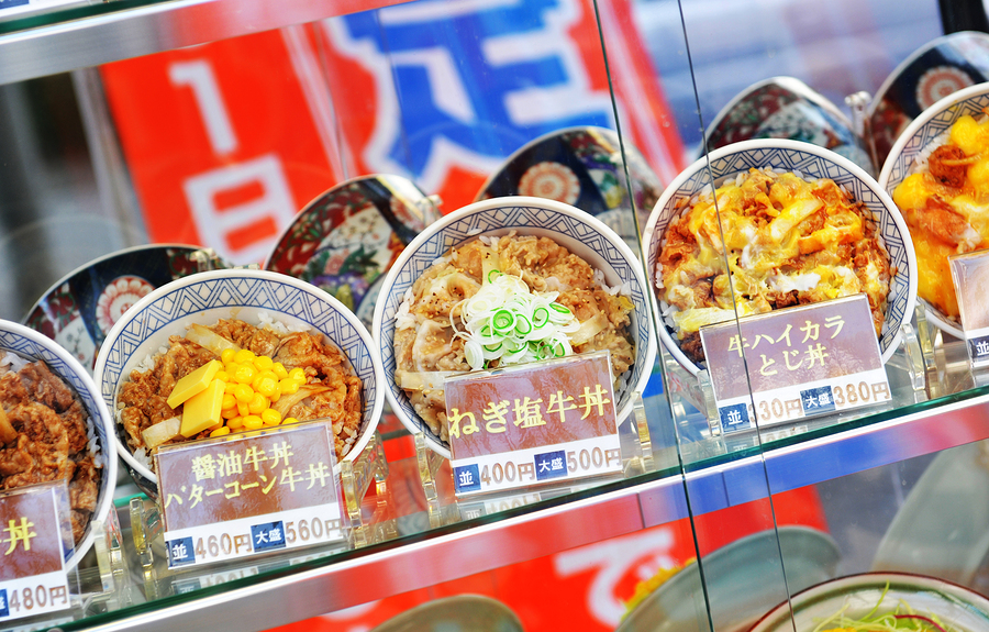 Plastic Japanese noodle bowls on display in Japanese restaurant window