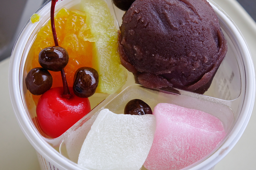 Sweet Japanese-style cakes with fruits and cream.